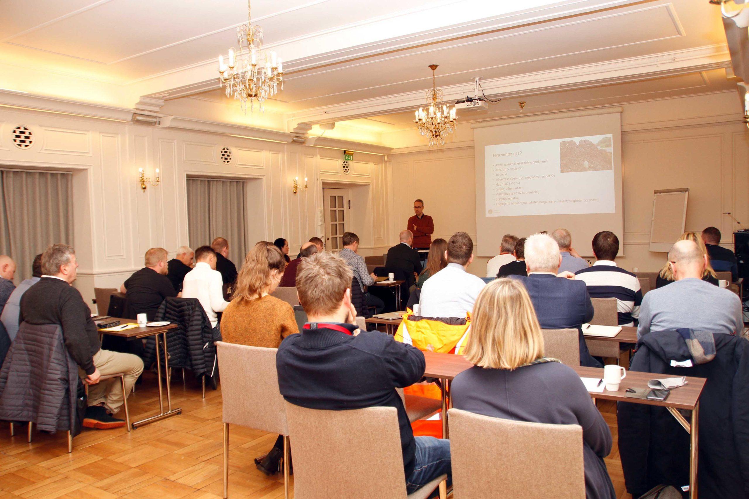 Dialogkonferansen startet med orienteringer i plenum og fortsatte med en-til-en-møter mellom kommunen og de interesserte aktørene.