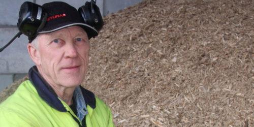 – I denne flisa finner du ikke mye annet enn trevirke, sier Espen Wanderås fornøyd. Han er sjef på Returas IR sitt flismottak.