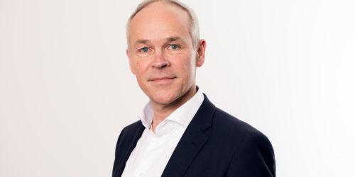 TRAVEL: Avfall Norge har sendt brev til denne mannen. Her gis det uttrykk for forståelse for at han har mye å gjøre, og at det er de «akutte likviditetsorienterte tiltakene som er viktigst på kort sikt». Foto: Marte Garmann.