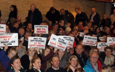 Ingen tvil om den rådende oppfatning blant publikum på folkemøtet i Brevik 10. januar. Foto: Vivi Sævik, Porsgrunn Dagblad.