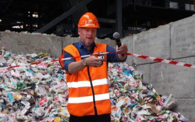 Raymond Johansen klippet snor og erklærte verdens mest avanserte papirsorteringsanlegg for offisielt åpnet.