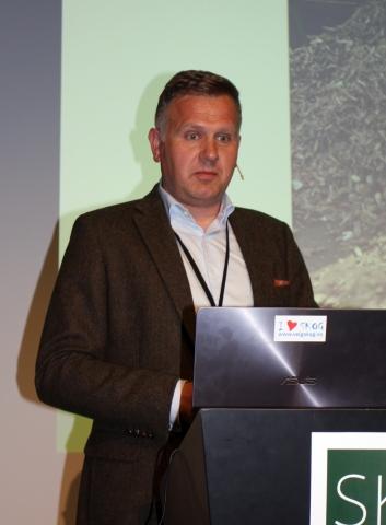 Burkhard Rüther har bakgrunn fra treforedlingsindustrien. Nå vil han gjerne forsyne den med råstoff basert på returtre.