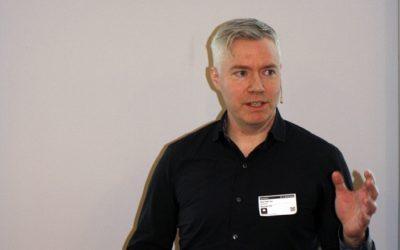 Seniorspesialist Hans Peter H. Arp ved Norges Geotekniske Institutt mener det er lite fornuftig å materialgjenvinne plast som inneholder miljøfarlige tilsetningsstoffer.