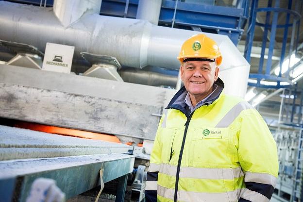 Jacob Smith har i 20 år hatt ansvaret for at glasset som kommer inn til Onsøy blir til kvalitetsvarer som kan sendes til glassverk over hele Europa
