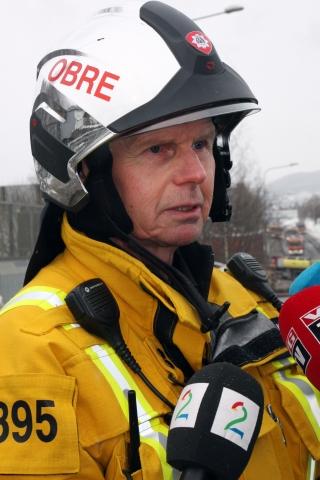 Operasjonsleder Trond Hansen i Oslo Brann- og redningsetat sier at all brannrøyk er giftig og ber folk holde seg inne i områder der røyken slår ned.