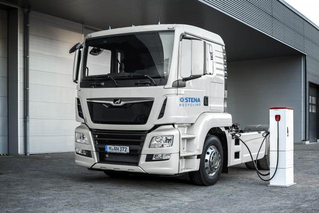 Blant dem som har tatt i bruk klimasmarte løsninger for avfallstransport er Stena Recycling, som frakter bunnaske fra anleggene i Oslo til Moss med elektriske biler med totalvekt 50 tonn.