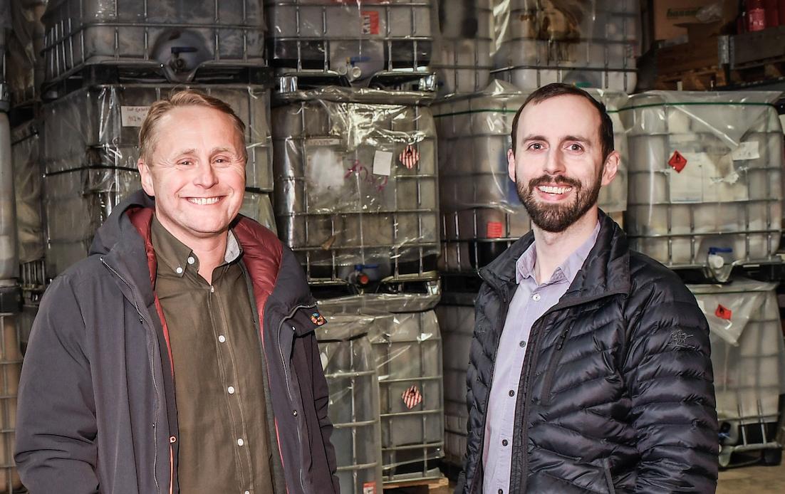 Daglig leder Morten Nakling Bangås (t.h.) og Erik-Andre Sølberg skal sørge for avsetning av avfallet i nord i både det nasjonale og det internasjonale markedet.