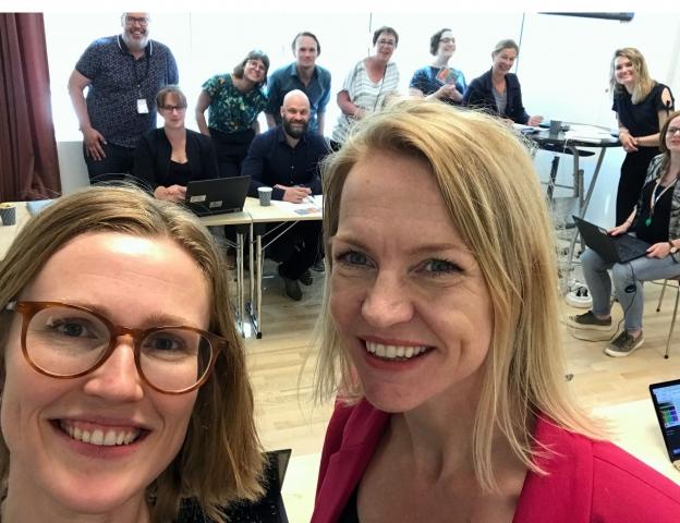 En felles merkeordning har vært etterlyst i flere tiår. Både Hildegunn Iversen, daglig leder i Loop (t.v.) og Ingeborg Ukkelberg, kommunikasjonsjef i ÅRIM mener fordelene er mange. I bakgrunnen står danske og svenske deltakere på møtet i Gøteborg.