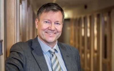 Daglig leder Johan Remmen synes tilbudene var for dyre, men at egenregi er for risikabelt. Resultatet er ny kontrakt etter forhandlinger. Foto: Karoline Roka.