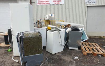 SELVPLUKK: En god del EE-avfall har forsvunnet ut av systemet på grunn av skjødesløs oppbevaring hos forhandlere. Men nå har Miljødirektoratet utarbeidet forslag til en ny og strengere forskrift som gjør slik oppbevaring forbudt.