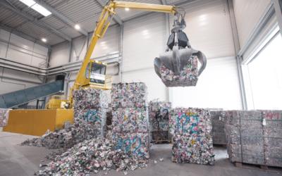 Aluminiumsboksene fra Infinitums sorteringsanlegg i Fetsund skal nå sendes til England og Tyskland for gjenvinning til nye bokser.